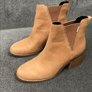 Toms women's boots worn only twice!